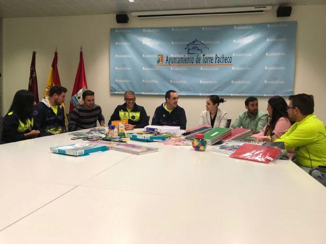 Track and Field Sport Team, dona material escolar valorado en 1.075 euros al Ayuntamiento de Torre Pacheco - 2, Foto 2