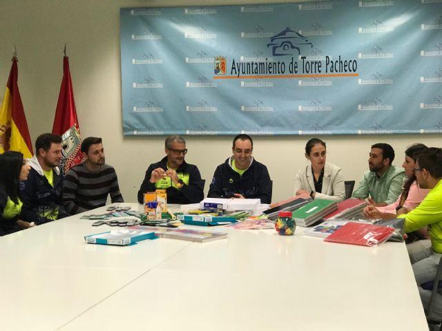 Track and Field Sport Team, dona material escolar valorado en 1.075 euros al Ayuntamiento de Torre Pacheco - 3, Foto 3