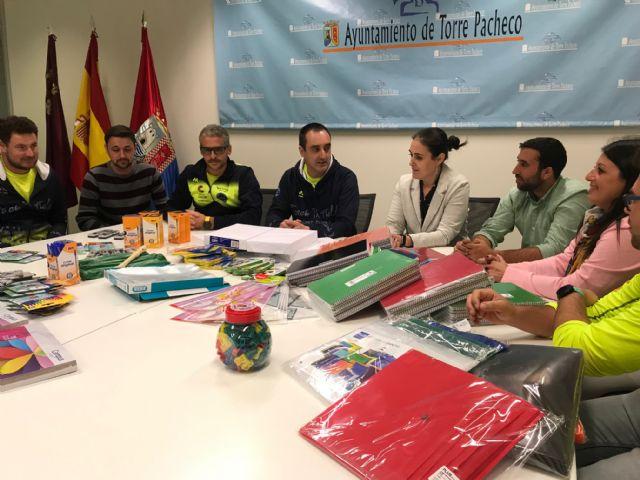Track and Field Sport Team, dona material escolar valorado en 1.075 euros al Ayuntamiento de Torre Pacheco - 4, Foto 4