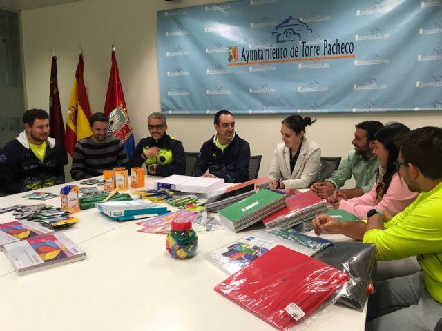 Track and Field Sport Team, dona material escolar valorado en 1.075 euros al Ayuntamiento de Torre Pacheco - 5, Foto 5