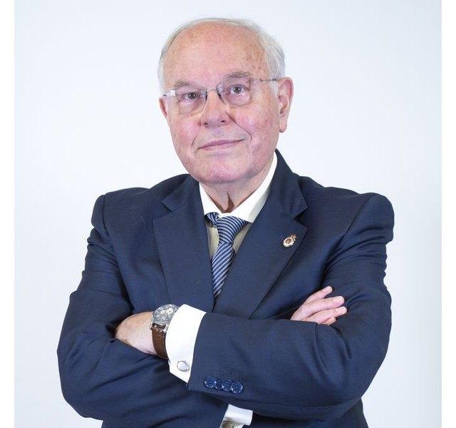 El experto César Nombela enumera 5 must para lograr una Navidad libre de COVID-19 - 1, Foto 1