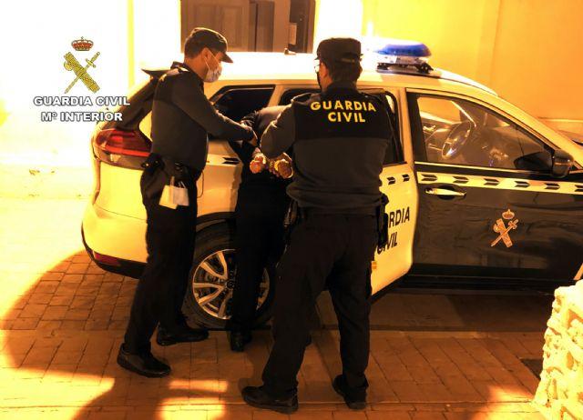 La Guardia Civil detiene a un joven con cerca de un kilo de marihuana en Mula - 1, Foto 1