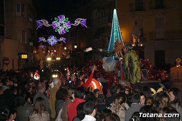 Más de 300 personas componen la cabalgata de Reyes Magos que recorre las calles de Totana esta tarde, Foto 1