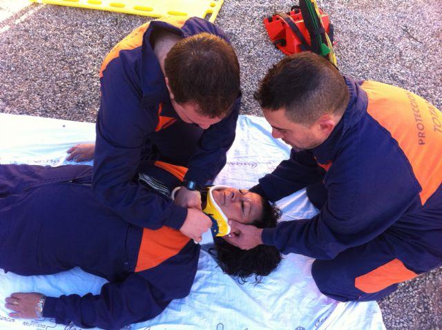 Los voluntarios de Protección Civil de Totana amplían sus conocimientos sanitarios con prácticas sobre accidentes de tráfico con víctimas, Foto 1