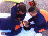 Los voluntarios de Protección Civil de Totana amplían sus conocimientos sanitarios con prácticas sobre accidentes de tráfico con víctimas