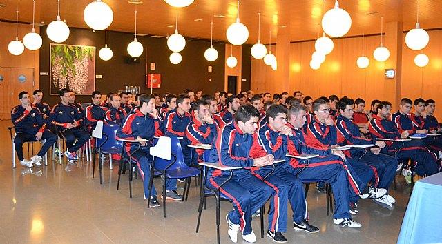 Rubinos Pérez, en las Jornadas de Perfeccionamiento para árbitros de fútbol, Foto 2