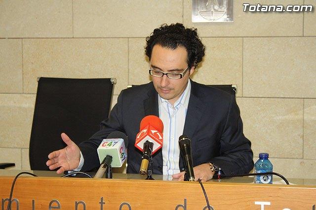 Amorós: El Plan de Viabilidad es el remedio a la enfermedad que tiene el ayuntamiento de Totana, su situación económica, Foto 1