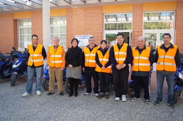 Trabajadores del Centro Especial de Empleo-CEDETO realizan un curso de formación sobre mecánica básica para motocicletas, Foto 2