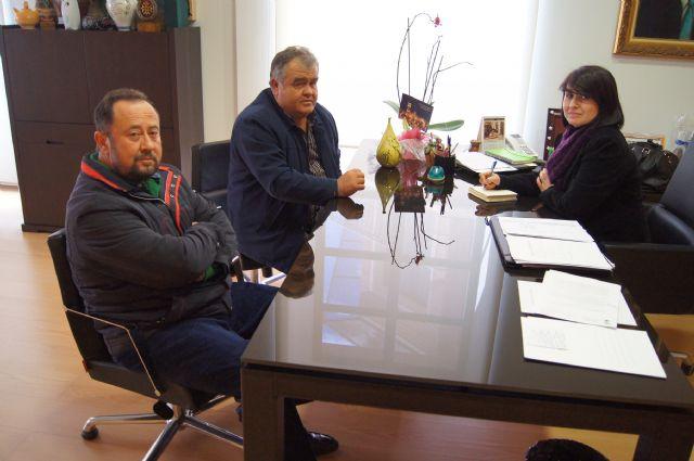 La alcaldesa y el presidente de la Comunidad de Regantes se reúnen para fijar líneas comunes de trabajo, Foto 1