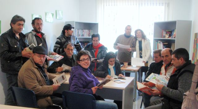 El Servicio de Apoyo Psicosocial pone en marcha uno de biblioteca en el Centro Polivalente para la Discapacidad de Totana, Foto 1