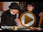 La alcaldesa felicita al Tío Juan Rita en su domicilio por su cien cumpleaños