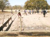 El pasado Martes, 7 de Febrero, comenzaba en un lejano rincon perdido del Africa más ancestral la construcción de un nuevo colegio - Foto 3