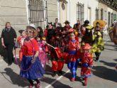 El carnaval llega a Puerto de Mazarrón con un desfile por el paseo - Foto 2