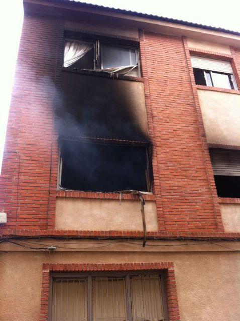Sofocan un incendio provocado en una vivienda de la Calle Aragón originado por un cortocircuito en el frigorífico, Foto 2
