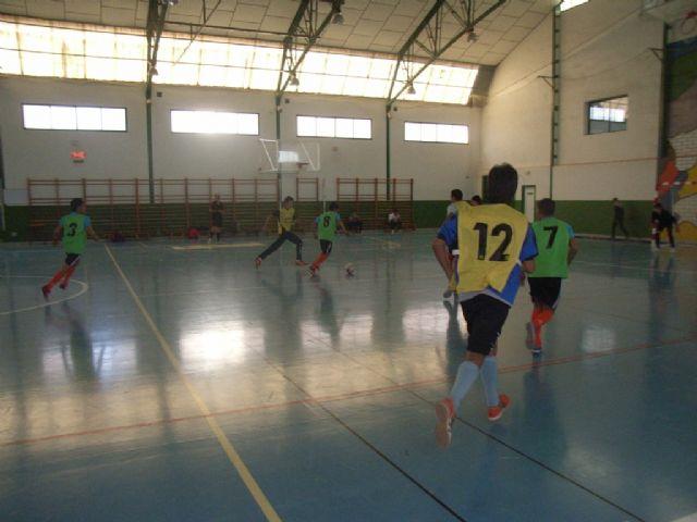Los equipos de Fútbol Sala cadete masculino del Colegio Reina Sofía y juvenil masculino del IES Prado Mayor participaron en los cuartos de final de la fase intermunicipal de Deporte Escolar, Foto 2