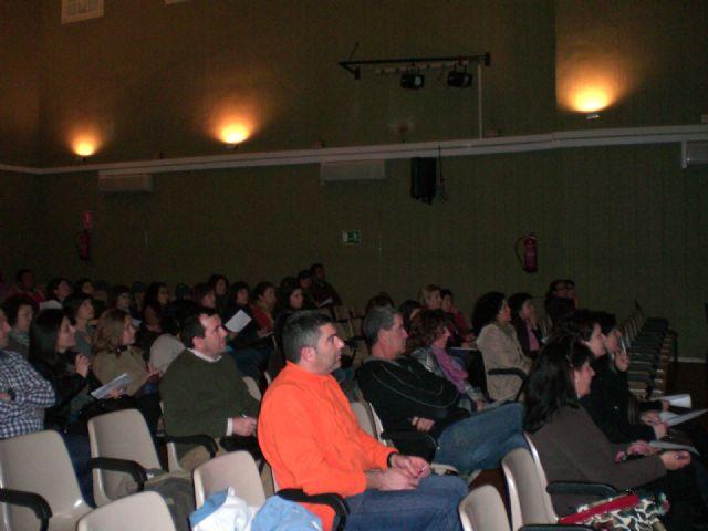 Los padres acogen con éxito la charla de la Escuela Municipal de Padres y Madres Estudiar, enseñar a aprender, Foto 1