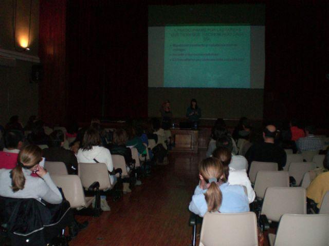 Los padres acogen con éxito la charla de la Escuela Municipal de Padres y Madres Estudiar, enseñar a aprender, Foto 2