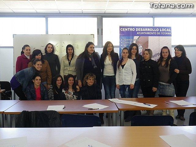 Un total de 15 alumnas inician el programa formativo de auxiliar de centros de estética y belleza, Foto 1