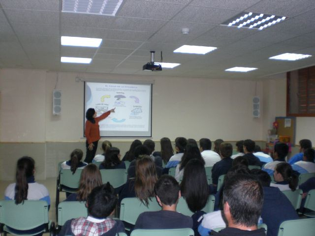 The students participate in an awareness program for Equal Opportunity and Prevention of Gender Violence in schools, Foto 1