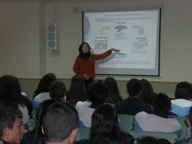 The students participate in an awareness program for Equal Opportunity and Prevention of Gender Violence in schools, Foto 2
