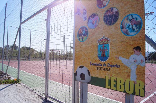 Las concejalías de Juventud y Deportes proponen, a iniciativa de Juvele, dar el nombre de Juan José Martínez González el Navarro a la pista polideportiva de Lébor, Foto 1