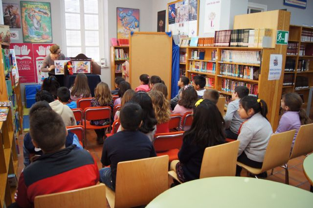 Las bibliotecas municipales realizan varias actividades de animación a la lectura para los escolares, Foto 1