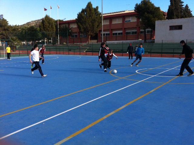 Los institutos de Mazarrón arrasan en la jornada de fútbol sala de deporte escolar, Foto 1