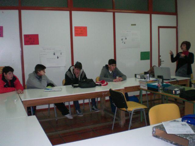 Los alumnos del Aula Ocupacional participan en el taller El agua, compromiso en mi ciudad, Foto 1