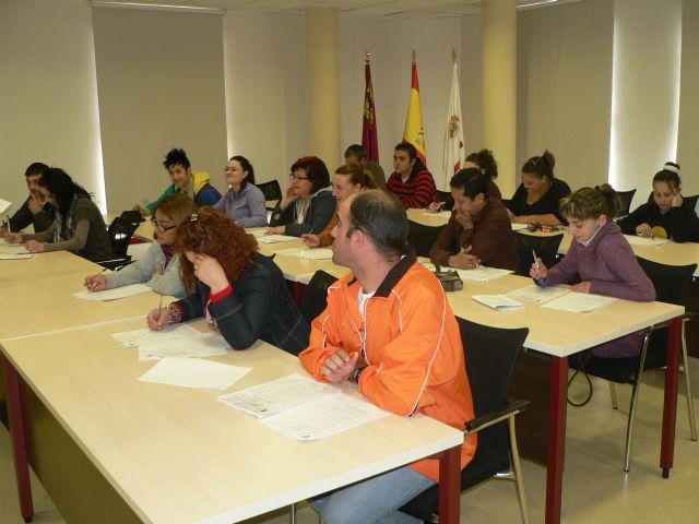 El ayuntamiento continúa formando a desempleados y trabajadores para mejorar su formación, Foto 2