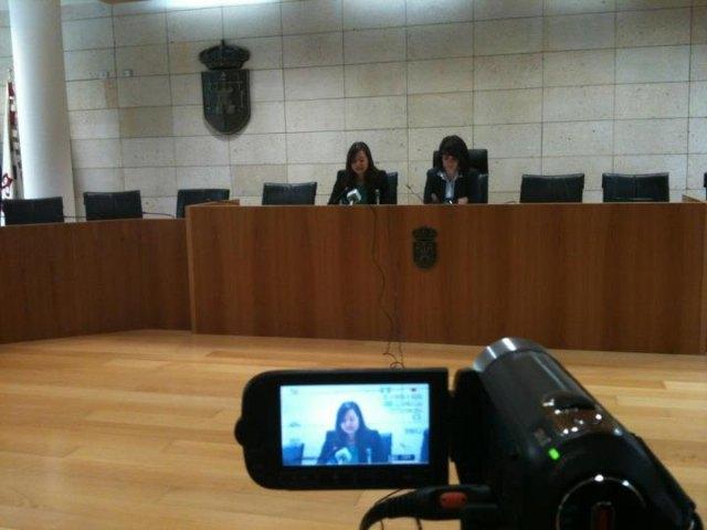 La alcaldesa anuncia una reducción del 15% en el presupuesto municipal antes de que finalice el 2012, Foto 1
