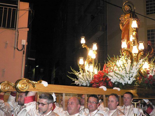 La procesión de Nuestro Padre Jesús Nazareno atrae a númeroso público a las calles de Puerto de Mazarrón, Foto 3