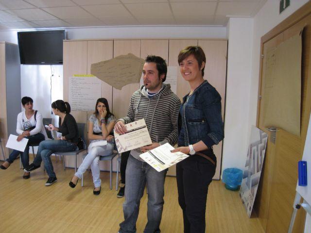 Finalizan los cursos de técnicas de búsqueda activa de empleo e informática desarrollados por el Colectivo el Candil, Foto 2