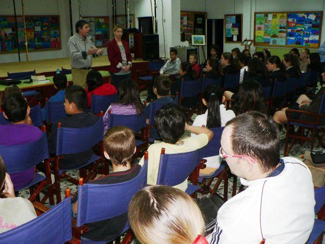 José Espinosa anima a los escolares a beneficiarse de la lectura, Foto 2