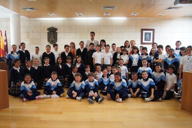 Los alumnos del Colegio La Milagrosa visitan el Ayuntamiento para conocer cómo funciona la Administración Local, Foto 1
