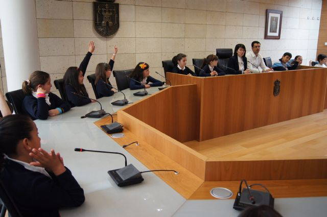 Los alumnos del Colegio La Milagrosa visitan el Ayuntamiento para conocer cómo funciona la Administración Local, Foto 3