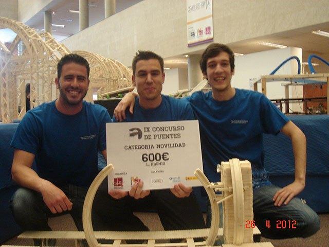 La Universidad de Murcia se impone en el concurso de puentes construidos con palos de helado, Foto 1