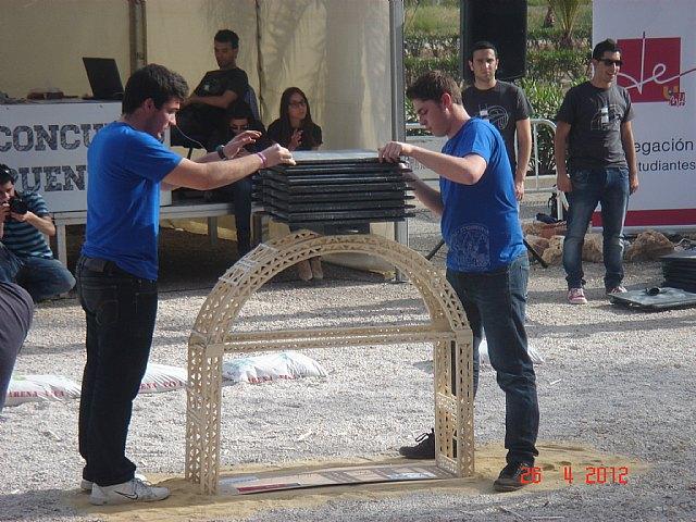 La Universidad de Murcia se impone en el concurso de puentes construidos con palos de helado, Foto 3