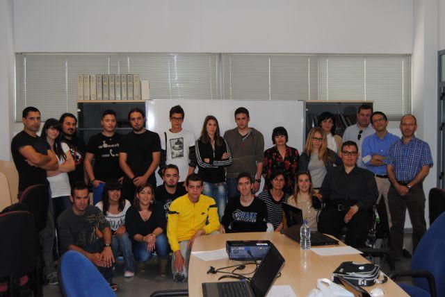 Un total de 24 jóvenes participan en el Curso de Diseño Gráfico organizado por la concejalía de Juventud, Foto 1