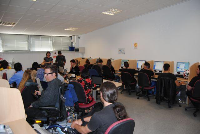 Un total de 24 jóvenes participan en el Curso de Diseño Gráfico organizado por la concejalía de Juventud, Foto 2