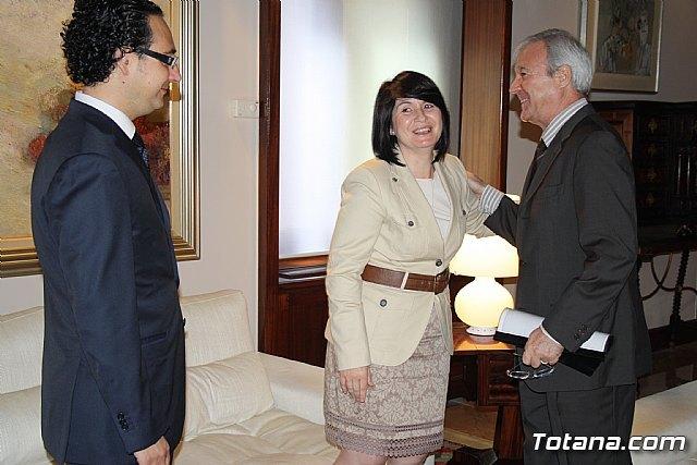 La alcaldesa de Totana reclama apoyo institucional al Vicepresidente del Comité de las Regiones, Foto 1