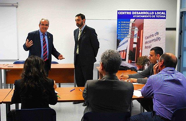 Amusal presenta en Totana un curso de alta dirección empresarial, Foto 1