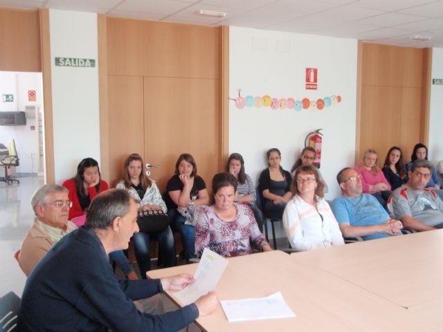Alumnos del IES Juan de la Cierva, que cursan la asignatura de psicología, visitan el Centro Polivalente para la Discapacidad, Foto 2