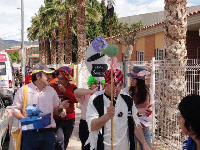 Los usuarios del Centro de Día José Moyá celebran por segundo año un particular Entierro de la Sardina, Foto 1