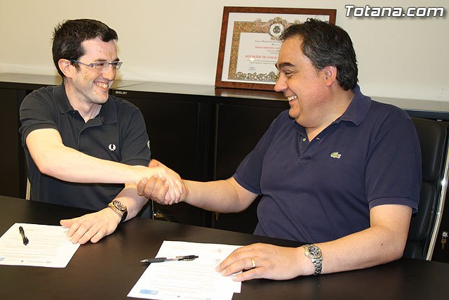 The Merchants Association Totana.com Totana and signed a cooperation agreement to promote trade on-line, Foto 2