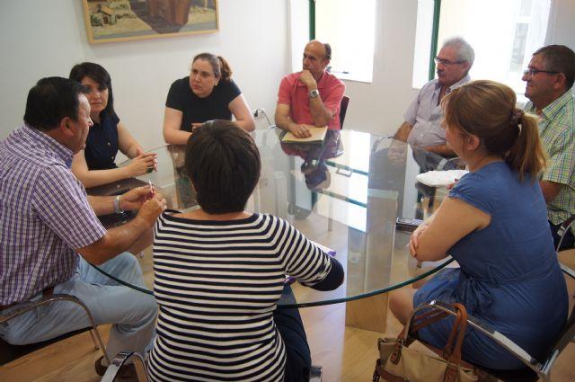 La alcaldesa y la Asociación de Vecinos de las Viñas-Carivete se reúnen, Foto 1