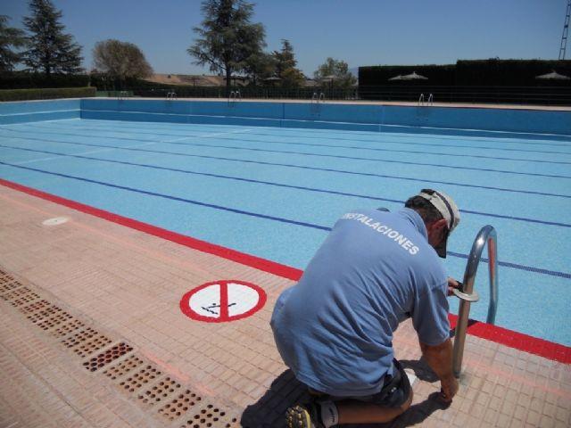 La concejalía de Deportes trabaja intensamente en poner a punto las piscinas municipales, Foto 2
