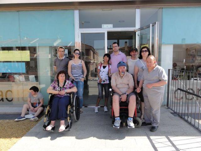 Los alumnos del Centro de Día de discapacidad intelectual José Moya Trilla visitan el centro de lectura José María Munuera y Abadía, Foto 3