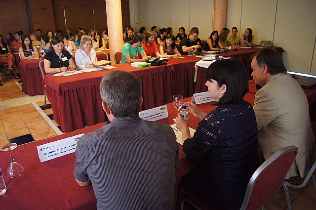 Cerca de un centenar de docentes participan en las Jornadas Regionales de Escuelas Rurales, Foto 1