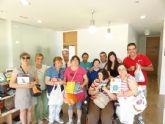 Los alumnos del Centro de Día de discapacidad intelectual José Moya Trilla visitan el centro de lectura José María Munuera y Abadía