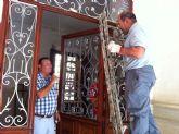 Se acometen trabajos de arreglo y mantenimiento de los principales elementos ornamentales catalogados en la casa del General Aznar